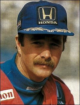 Qui se souvient de ce pilote automobile moustachu ?