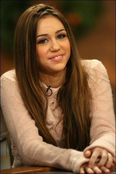Dans la vie, Miley est très amie avec: