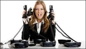 Llona reçoit des appels téléphoniques obscènes de la part d'une fille. Elle l'a reconnue, c'est une fille de sa classe, Ophélie. Llona lui a dit d'arrêter, mais Ophélie la menace de diffuser des rumeurs si elle en parle.