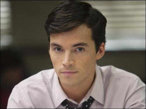 Qui est Ezra Fitz ?