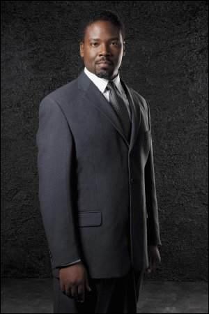 Présent dans la saison 1, directeur de l'Institut Jefferson, il se nomme...