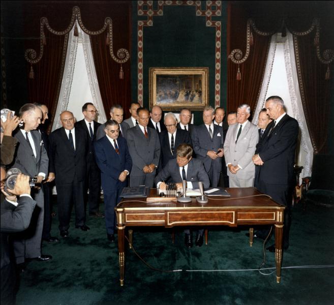 Le 5 août 1963, quel traité en matière nucléaire est signé ?
