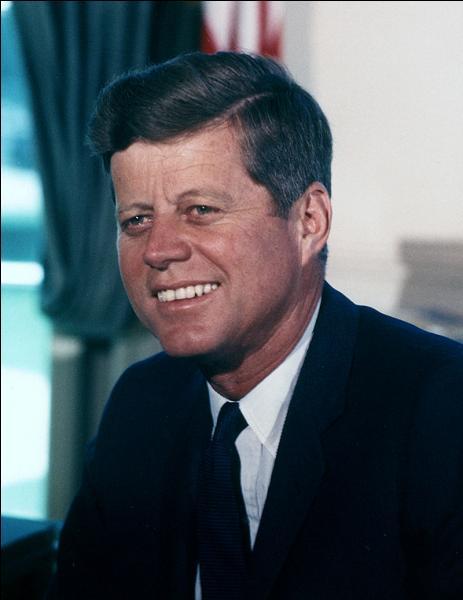En 1960, les Démocrates reviennent au pouvoir avec John Fitzgerald Kennedy. Quelle est la particularité du nouveau président ?