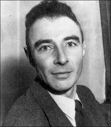 """D'origine américaine, ce physicien a dirigé le """"projet Manhattan"""" qui a mis au point la toute première bombe atomique. Comment se nomme-t-il ?"""
