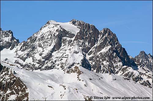 Le mont Pelvoux est le plus haut sommet du massif des Écrins.