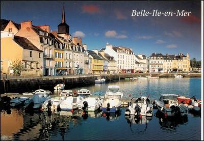 Belle-Île-en-Mer, île française de l'océan Atlantique, est située dans le département du Finistère, en Bretagne.