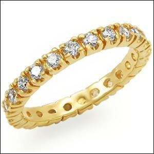 Yéyéfanie a une belle idée de cadeau pour la prochaine Saint-Valentin. C'est un anneau en argent recouvert d'une belle couche d'or :