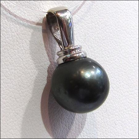 Kallypso convoite cette perle noire :