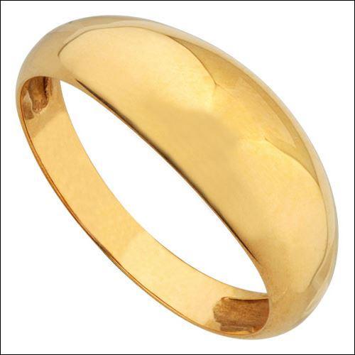 Jane opte pour la simplicité de cette bague en or, quel est son nom ?