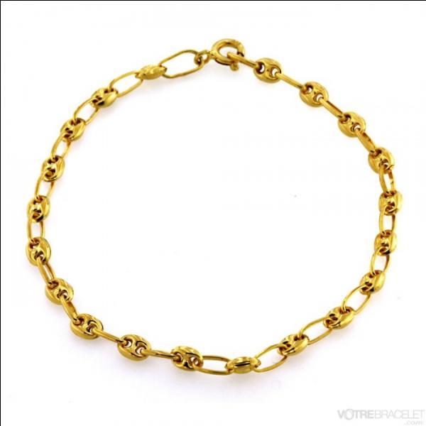 Poucette a choisi ce joli bracelet en mailles...