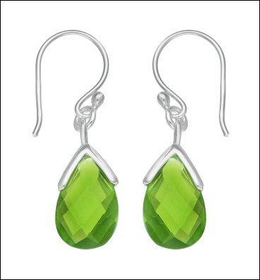 Ferlie n'aime que les boucles d'oreilles. Elle va s'offrir celles-ci avec leurs jolies pierres fines vertes, ce sont des....