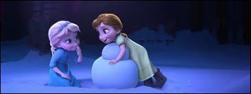 Où Elsa blesse-t-elle Anna lorsqu'elles étaient petites ?