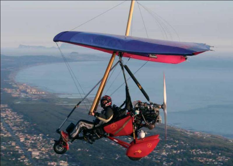 Le pilotage d'un ULM est autorisé dès l'âge de 15 ans.