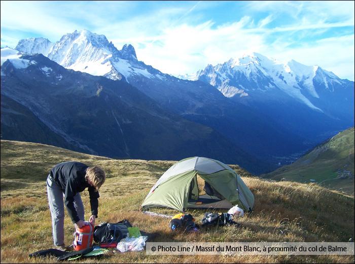 Le trekking consiste en une randonnée pédestre itinérante de plusieurs jours en montagne, ponctuée de bivouacs.