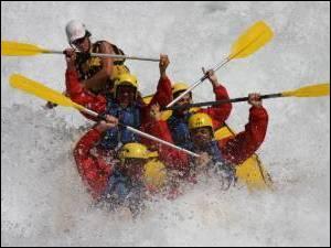 Le rafting consiste à naviguer sur des rivières calmes, sans rapides et sans obstacles.