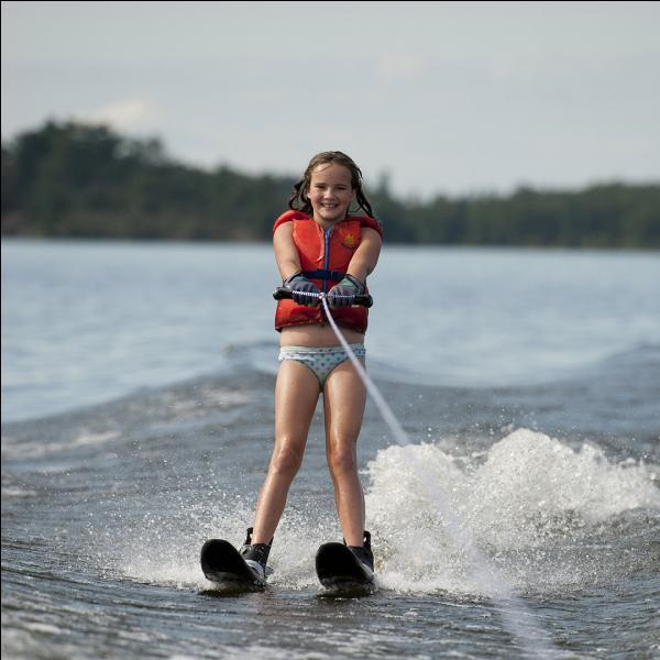 Les premiers skis du ski nautique étaient faits en bois.