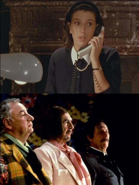Lors d'un entretien téléphonique avec sa femme, pour se sortir d'affaire De Funès lui avoue qu'il la trompe. Mais avec qui ?