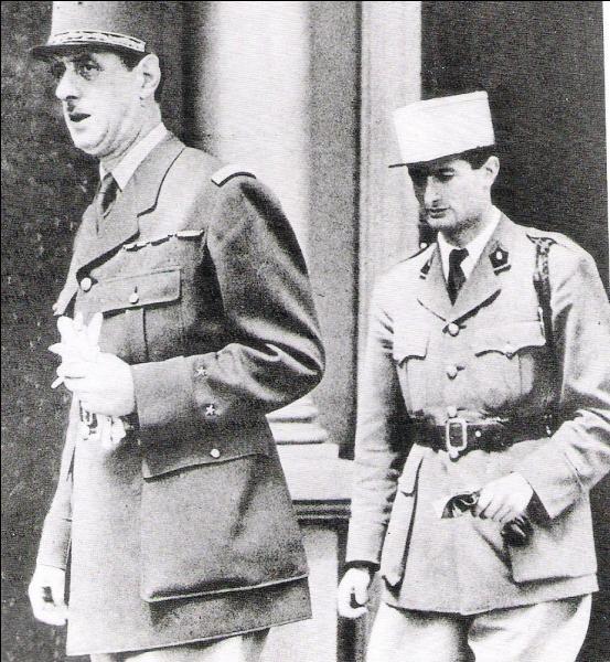 Qui a été aide de camp du général Charles de Gaulle ?