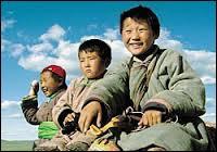 """Dans """"Mongolian Ping Pong"""", dans quoi le jeune Bilike vit-il avec sa famille ?"""