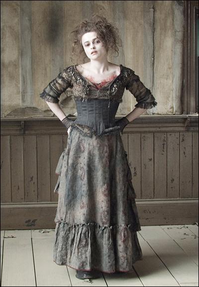 """Hormis des cours de chant, pour se préparer à son rôle de Mme Lovett dans """"Sweeney Todd : Le Diabolique Barbier de Fleet Street"""", Helena Bonham Carter a aussi pris des cours de..."""