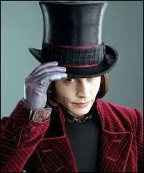 """Le rôle de Willy Wonka dans """"Charlie et la Chocolaterie"""" a été très convoité. Bon nombre d'acteurs comme Nicolas Cage, Robin Williams ou Michael Keaton ont été envisagés, et même le chanteur ... s'est porté candidat pour le rôle."""