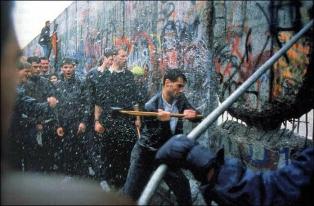 Le 9 novembre 1989, cet évènement est le symbole de la fin de la Guerre froide.