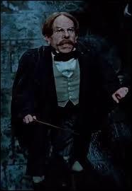 Lors de la bataille de Poudlard, quels sorciers ont été vaincus par le professeur Flitwick ?