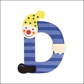 """La lettre """"D"""" se trouve juste avant """"E""""."""