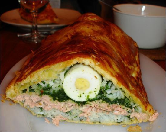 """On appelle """"koulak"""" un pâté en croûte d'origine russe, farci de poisson ou de viande, d'œufs durs et de légumes."""