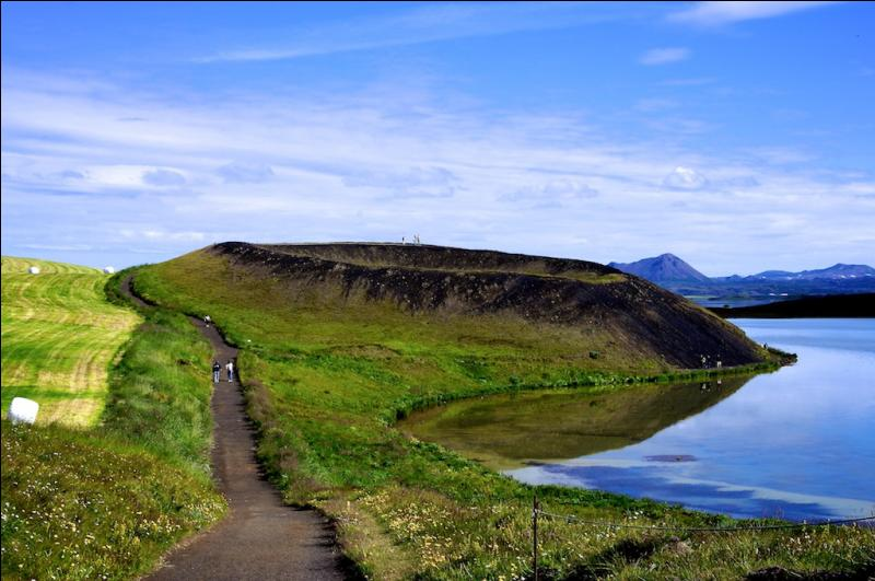 Dans quel pays trouve-t-on le lac Mývatn ?