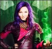 Comment s'appelle cette jeune fille aux cheveux violets ?