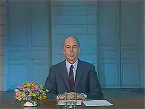 """Le mot """"au revoir"""" marque la fin du discours prononcé par Valéry Giscard d'Estaing deux jours avant son départ de la présidence de la République. En quelle année était-ce ?"""