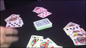 Le « kilo de merde » est un jeu de société, combien faut-il de cartes pour y jouer ?