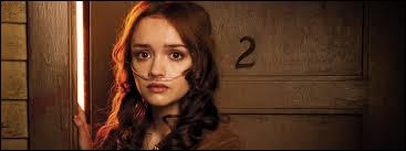 Au lycée, Norman rencontre une jeune fille très sympathique qui va bien vite devenir son amie. Qui est-elle ?