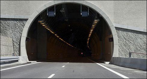 Une fois dans ce tunnel hors agglomération, quels feux dois-je allumer ?
