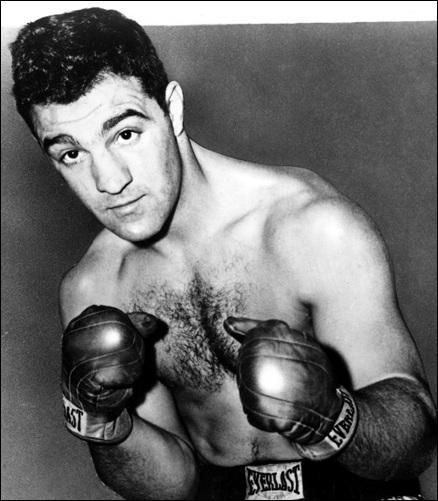 Le boxeur américain Rocky Marciano conserve son titre de champion du monde, acquis en 1952. Dans quelle catégorie boxait-il ?
