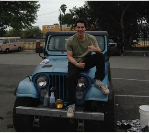 Stiles est inséparable de sa Jeep et c'est toujours lui qui la répare mais alors pourquoi est-elle partie en réparation dans la saison 5 ?