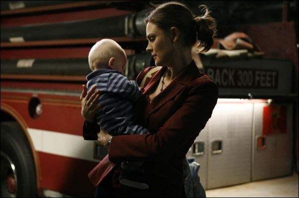 Dans la saison 4, Brennan veut avoir un bébé, à qui demande-t-elle d'être le père ?