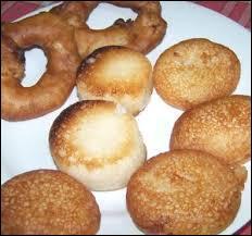 Lequel de ces beignets traditionnels malgaches est salé ?