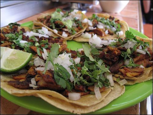"""Que sont ces """"tortillas"""" chaudes garnies de viande ou de poisson, au Mexique ?"""