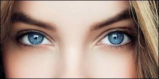 """Le caractère """"yeux bleus"""" est..."""