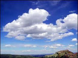 Quel est le nom de ce nuage ? Indice - Ils donnent un temps couvert mais sans précipitations