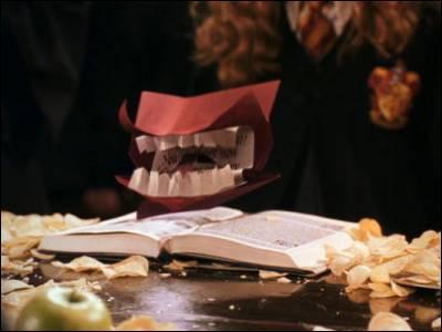 Lettre reçue par Ron Wisley à Poudlard, dans le deuxième volet de la saga Harry Potter.