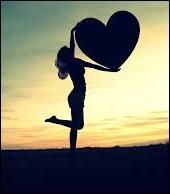 Maintenant Lucienne est libre et elle vit un amour _________ avec son prince charmant.
