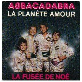 """Dans cette chanson, de 1985, adaptée de la chanson du groupe Abba, """" Lay all your love on me"""", quel vol d'oiseau devons-nous suivre ?"""