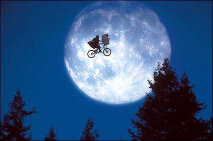 A quel film de Steven Spielberg , cette image d'envol en vélo, vous fait-elle penser ?