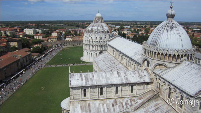 De combien d'étages est composée la tour de Pise ?