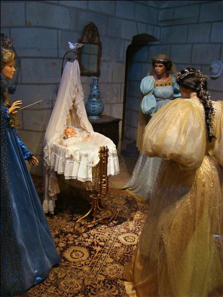 Autour de quelle princesse les fées marraines sont-elles réunies ?