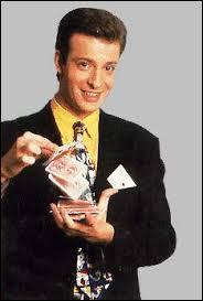 Dans quelle émission l'illusionniste Sylvain Mirouf fera-t-il des apparitions régulières entre 1994 et 1997 ?