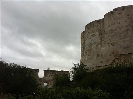 Comment mourut Marguerite de Bourgogne, femme de Louis le Hutin, mère de Jeanne II de Navarre, en 1315 ?